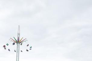 People in swing rideの写真素材 [FYI02239049]