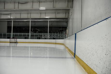 Empty ice hockey rinkの写真素材 [FYI02239091]