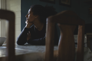 Stressed woman sitting in the living roomの写真素材 [FYI02239106]
