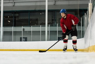 Full length of player playing ice hockey at rinkの写真素材 [FYI02239240]
