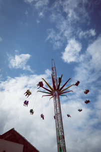 People in swing rideの写真素材 [FYI02239246]