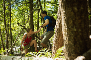Couple hiking through the forestの写真素材 [FYI02239300]