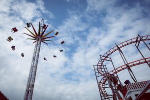 People in swing rideの写真素材 [FYI02239386]