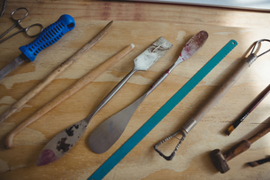 Various metal tools on wooden tableの写真素材 [FYI02239400]
