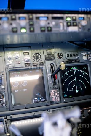 Close up of radar screen on dashboard in cockpitの写真素材 [FYI02239554]