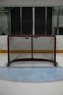 Goal post net at ice hockey rinkの写真素材 [FYI02239578]