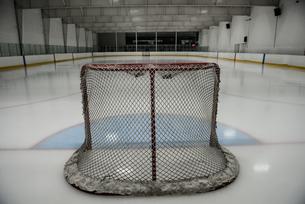 Goal post at ice hockey rinkの写真素材 [FYI02239600]