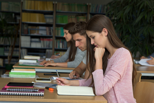 College students studying at deskの写真素材 [FYI02239605]