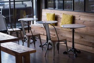 Empty chairs and tables in officeの写真素材 [FYI02239620]