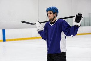 Player holding ice hockey stick at rinkの写真素材 [FYI02239633]