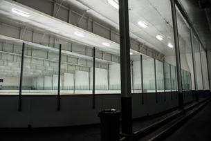Glasses at illuminated ice rinkの写真素材 [FYI02240176]