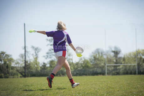 Rear view of female player playing soccerの写真素材 [FYI02240201]