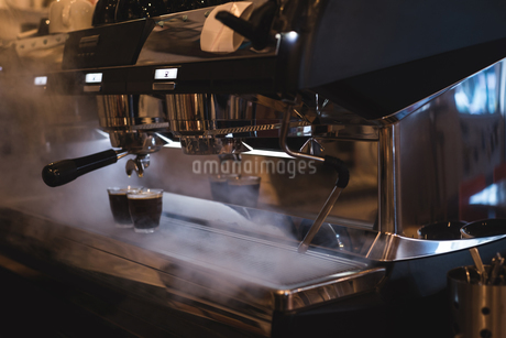 Coffee glasses kept on steamed espresso machineの写真素材 [FYI02240688]