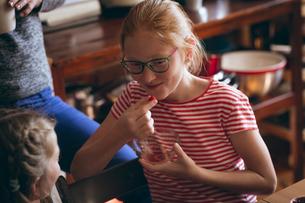 Girl having a snackの写真素材 [FYI02240861]