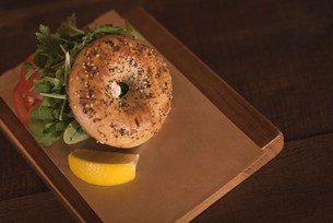 Burger with sweet lime on wooden boardの写真素材 [FYI02240876]