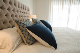 Interior of bedroom at homeの写真素材 [FYI02241108]