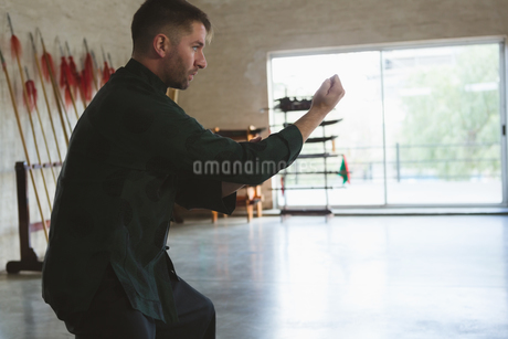 Kung fu fighter training martial artsの写真素材 [FYI02241938]