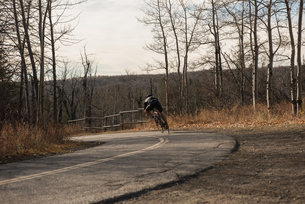 Biker riding mountain bike on roadの写真素材 [FYI02241999]