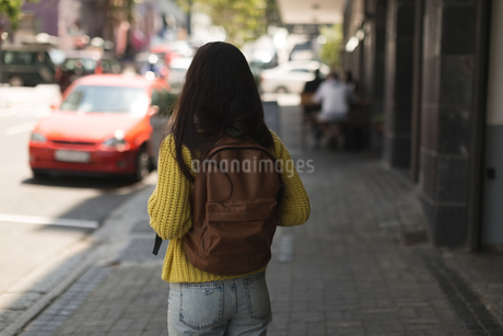 Teenage girl standing with backpack in the cityの写真素材 [FYI02242026]