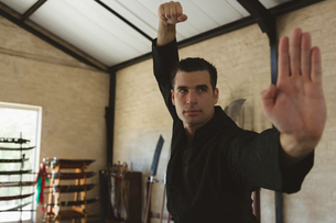 Kung fu fighter practicing martial artsの写真素材 [FYI02242632]