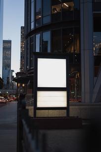 Blank advertisement board near streetの写真素材 [FYI02242652]