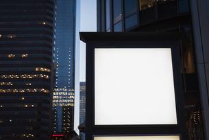 Blank advertisement board near streetの写真素材 [FYI02242907]