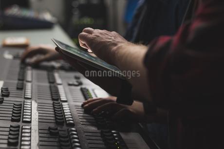 Two sound recorder using digital tablet in studioの写真素材 [FYI02243273]