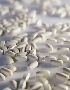 Vitamin C supplements, white oval tabletsの写真素材 [FYI02243801]