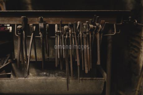 Pliers hanging in workshopの写真素材 [FYI02244370]