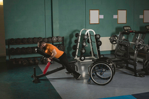 Handicapped man exercising with dumbbellsの写真素材 [FYI02244410]