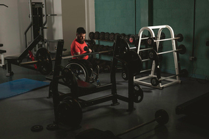 Handicapped man on wheelchair working out with dumbbellの写真素材 [FYI02244417]