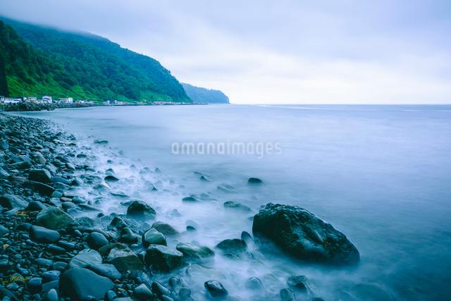波寄せる海岸線の写真素材 [FYI02244434]