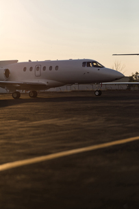 Private jet on a runawayの写真素材 [FYI02245049]