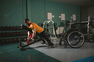 Handicapped man exercising with dumbbellsの写真素材 [FYI02245258]