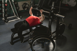 Handicapped man doing chest workout on bench press with barbellの写真素材 [FYI02245264]