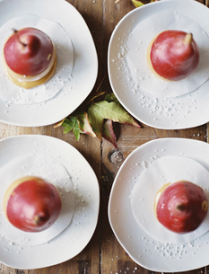 Four plates with dessert. Pears dipped in sauce.の写真素材 [FYI02245571]