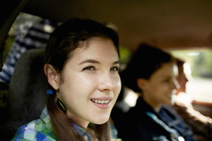 One young man driving a pickup truck. Two young women.の写真素材 [FYI02245849]