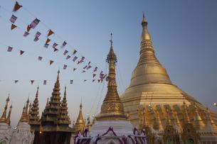 Shwedagon Pagoda, Yangon, Myanmarの写真素材 [FYI02245859]