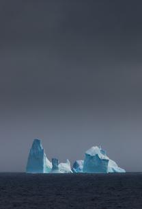 Icebergs, Antarcticaの写真素材 [FYI02245923]