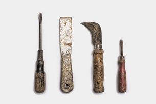 Used tools arranged in a row. Metal rusty and marked implements.の写真素材 [FYI02246162]