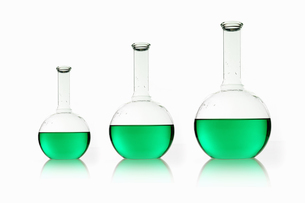 Three rounded shaped scientific chemical flasksの写真素材 [FYI02246539]