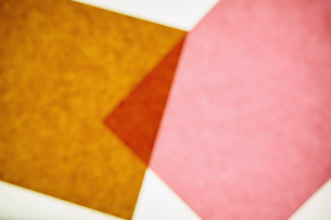 Two pieces of recycled construction paper, overlappingの写真素材 [FYI02246562]