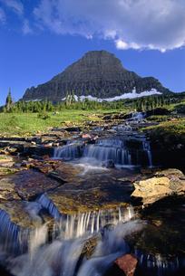 Glacier National Park. Water flowing over rocks.の写真素材 [FYI02246638]