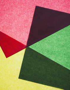 Two pieces of recycled construction paper, overlappingの写真素材 [FYI02246683]
