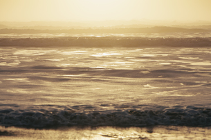 Seascape at dusk, Waves  on the beach.の写真素材 [FYI02246731]