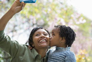 A mother and son posing for a picture selfie.の写真素材 [FYI02246798]