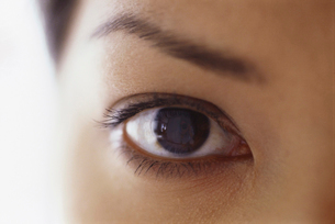 Close up of a young woman's face. Eye and eyebrow.の写真素材 [FYI02246999]
