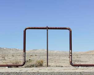 Crude oil extraction from Monterey Shale near Bakersfield, California, USA.の写真素材 [FYI02247627]