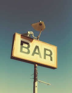 A faded BAR sign on the roadside in Joshua Tree national park.の写真素材 [FYI02247656]