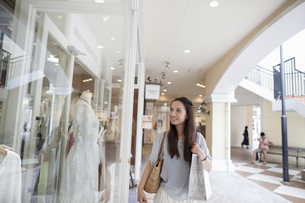 Young woman on a shopping trip.の写真素材 [FYI02247854]